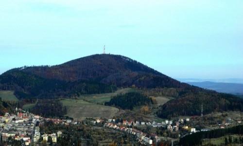 Zdjecie POLSKA / dolnoślaskie / Góra Dzikowiec / Widok z Dzikowca, na górę Chełmiec
