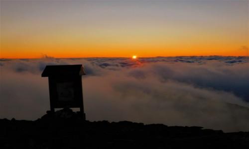 Zdjecie POLSKA / Beskidy / babia góra / zachód w chmurach