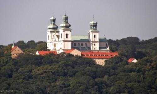 Zdjecie POLSKA / Kraków. / Skałka - niedaleko Wawelu. / Klasztor Paulinów na Skałce.