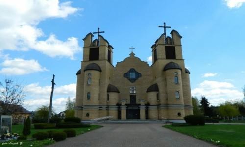 POLSKA / woj.podlaskie. / pow.siemiatycki  na Wysoczyźnie Drohiczyńskiej, / Śiemiatycze - kościół św. Andrzeja Boboil.