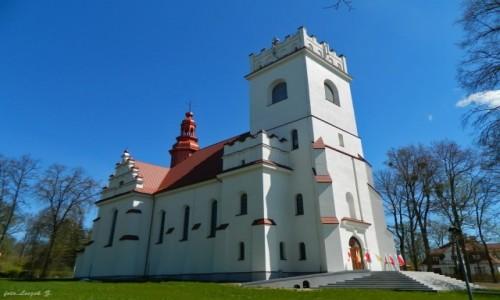 POLSKA / woj.podlaskie. / Białowieża. / Białowieża - kościół św. Teresy od Dzieciątka Jezus.