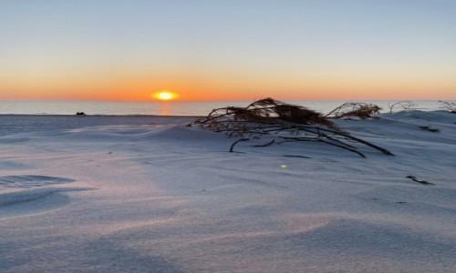 POLSKA / Pomorze  / Łeba  / Zachód słońca plaża Łeba