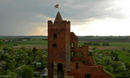 POLSKA / woj.kujawsko-pomorskie. / Radzyn Chełmiński. / Radzyn Chełmiński - Ruiny zamku Krzyżackiego z wieży.