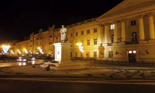 Zdjęcie POLSKA / Wielkopolska / Kalisz / Kalisz, przed Trybunałem