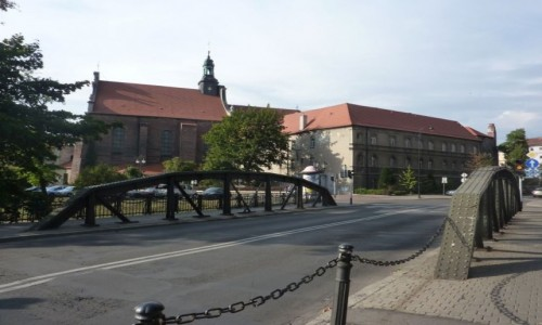 Zdjęcie POLSKA / Wielkopolska / Kalisz / Kalisz , przed Trybunałem . Most Trybunalski .