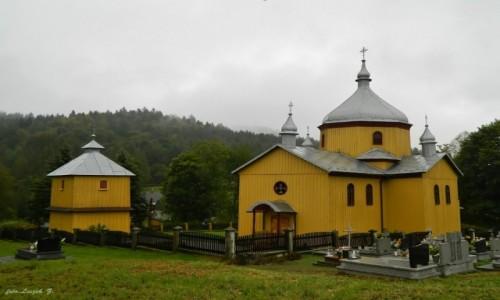 Zdjecie POLSKA / woj.podkarpackie. / pow.bieszczadzki. / Leszczowate - cerkiew św. Paraskewy, obecnie kościół rzymsko-katolicki.