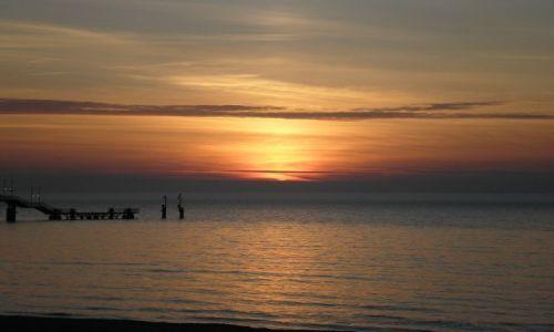 Zdjęcie POLSKA / Międzyzdroje / plaża / wiosenny zachód słońca