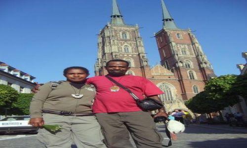 Zdjecie POLSKA / Wrocław / przed katedrą / Papuasi we Wrocławiu