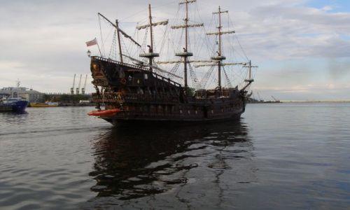 Zdjecie POLSKA / pomorskie / Gdynia - port / okręt