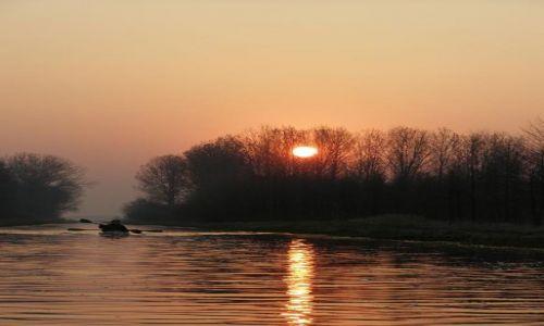 Zdjecie POLSKA / Wielkopolska / Rydzyna / Zimowy spływ - wschód słońca