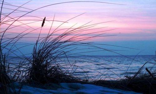 Zdjecie POLSKA / Ustka / plaża i wydmy / Słonko gaśnie, nadchodzi zimowa nocka....