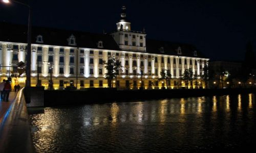 Zdjęcie POLSKA / Dolny Sląsk / Wrocław / uniwersytet nocą