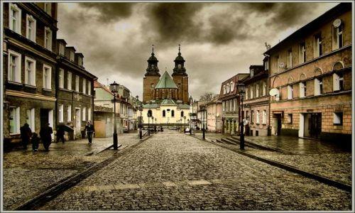 Zdjecie POLSKA / WIELKOPOLSKA / GNIEZNO / Gniezno - Sanktuarium św. Wojciecha (katedra)