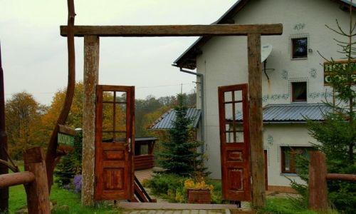 Zdjecie POLSKA / Podkarpacie / Bieszczady / Otwarte drzwi -