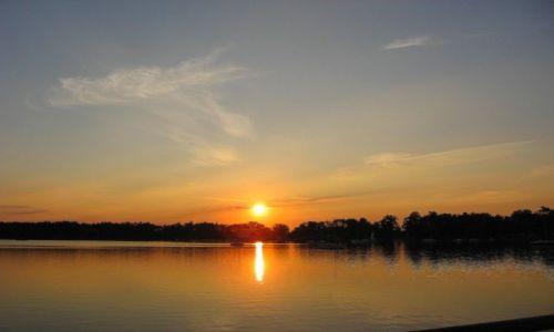 Zdjecie POLSKA / Zachodniopomorskie / Morzyczyn / Jezioro Miedwie o zachodzie słońca