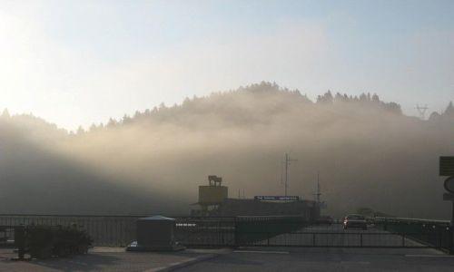 Zdjecie POLSKA / Pieniny Czorsztyńskie / Niedzica / Zapora Czorsztyńska w porannej mgle