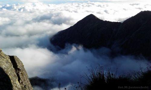 Zdjęcie POLSKA / Zakopane / Tatry, Orla Perć (trawers od Zawratu po Krzyżne) / (Orla Perć) Góry oblane chmurami