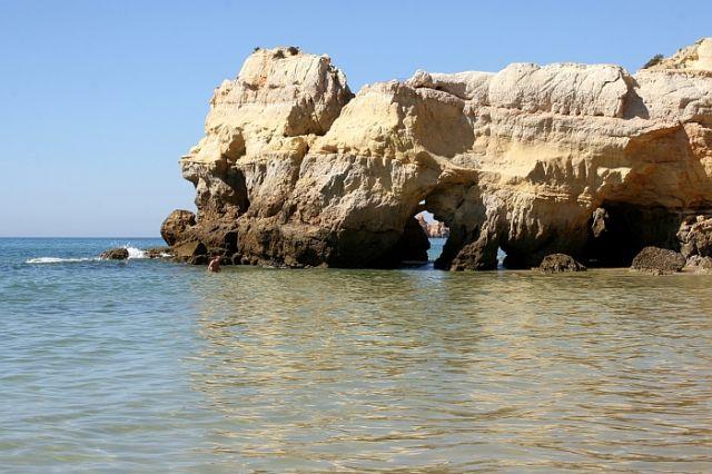 Zdjęcia: praia de rocha, algarve, ta skałka tez fotogieniczna, PORTUGALIA