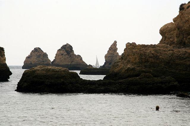 Zdjęcia: praia de rocha, algarve, samotny biały zagiel, PORTUGALIA