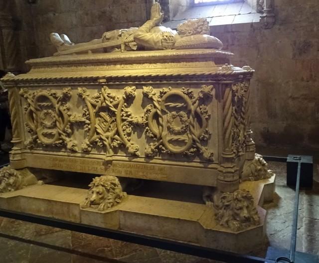 Zdjęcia: Klasztor Hieronimitów, Lizbona, Sarkofag Luisa de Camoesa, PORTUGALIA