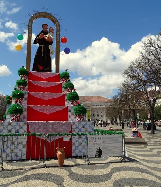 Zdjęcia: Lizbona - Plac Rossio, Centrum, Tron św. Antoniego, PORTUGALIA