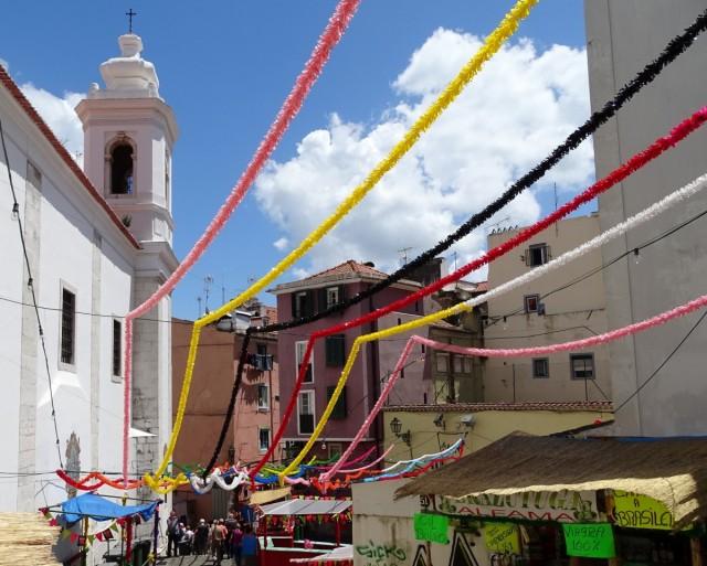 Zdjęcia: Lizbona - Alfama, Centrum, Girlandy na św. Antoniego, PORTUGALIA