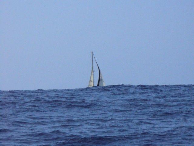 Zdjęcia: około 200 Mm od Azorów, Atlantyk, Jacht za atlantycką falą, PORTUGALIA