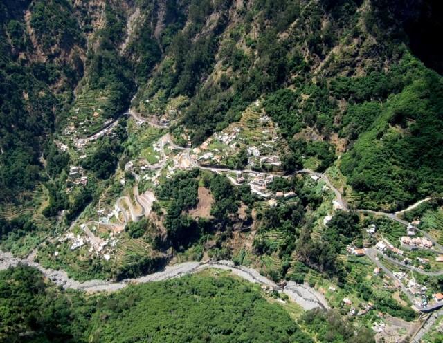 Zdjęcia: okolice Funchal, Madera, Dolina Zakonnic z góry, PORTUGALIA