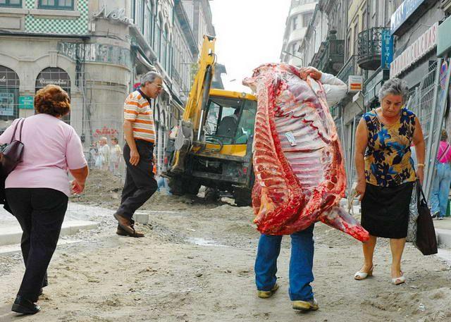 Zdjęcia: Porto, Żywe mięso na ulicy, PORTUGALIA