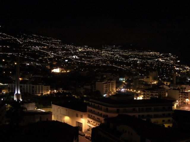 Zdjęcia: Madeira - miasto Funchal, Wyspa Madeira - miasto Funchal nocą, PORTUGALIA