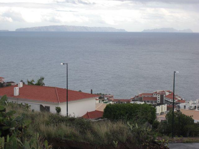 Zdj�cia: Madeira - Funchal, Widok z miasta Funchal na wyspe Porto Santo, PORTUGALIA