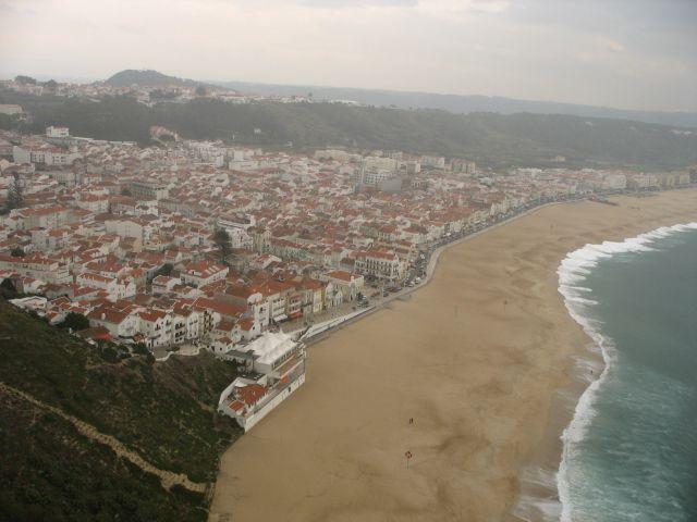 Zdjęcia: Nazare, Wybrzeze Atlantyku, naciaga mgła znad Atlantyku, PORTUGALIA