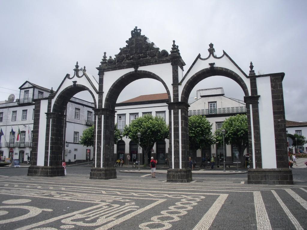 Zdjęcia: Ponta Delgada, Azory/ Sao Miguel, Portas de Cidade, PORTUGALIA
