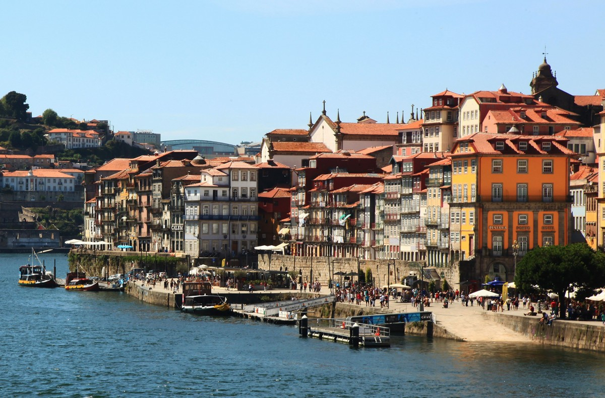 Zdjęcia: Vila Nova de Gaia, Porto, Widok na Cais da Ribeira, PORTUGALIA
