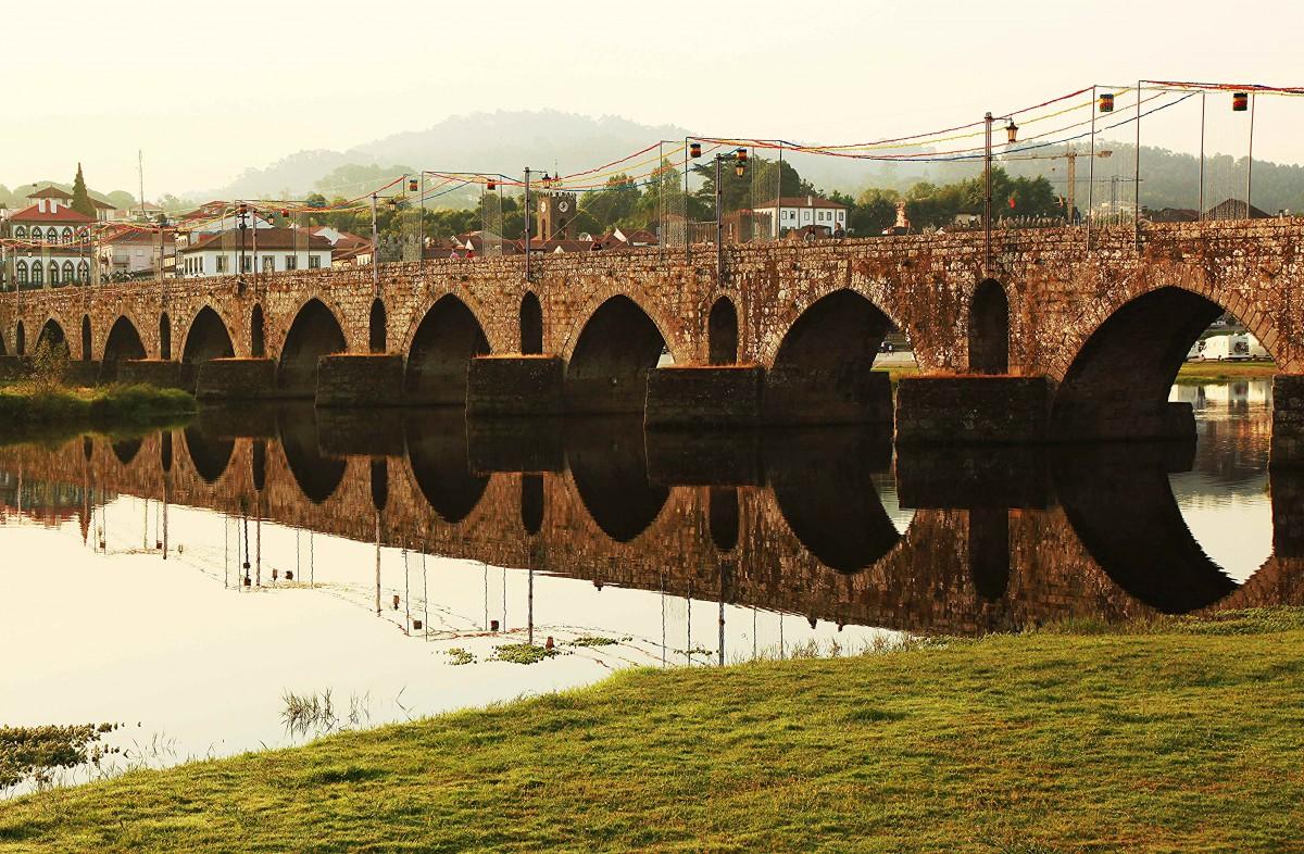 Zdjęcia: Ponte de Lima, Viana do Castelo, Most Ponte Velha, PORTUGALIA