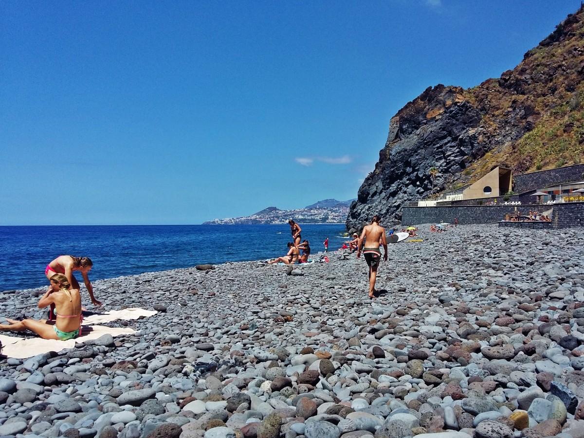 Zdjęcia: Garajau, Funchal, Plaża w Garajau z widokiem na Funchal, PORTUGALIA