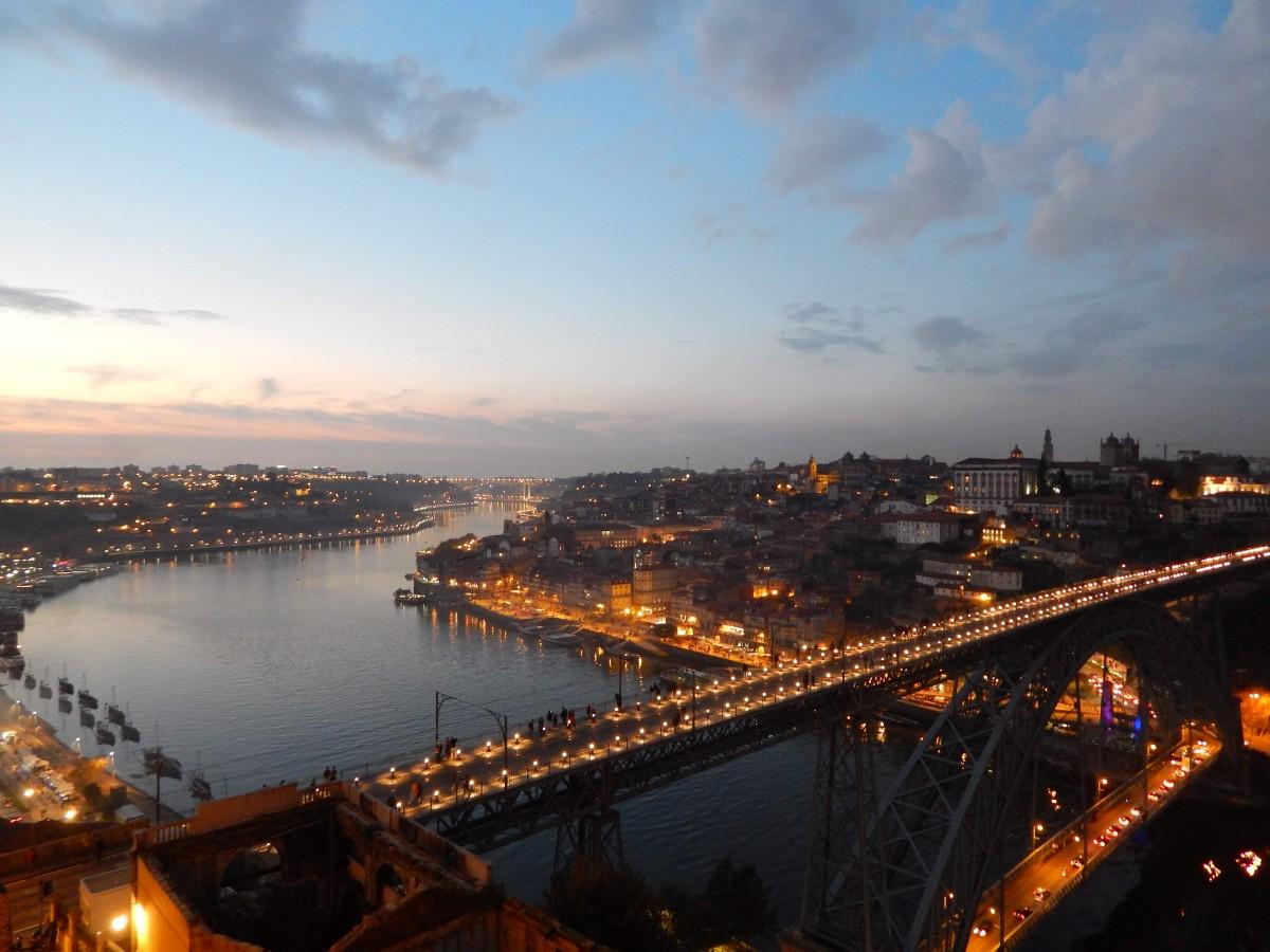 Zdjęcia: Porto, Porto, Wieczór nad miastem, PORTUGALIA