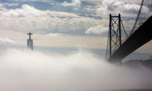 Zdjęcie PORTUGALIA / - / Lizbona / W mgle