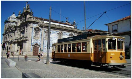 Zdjecie PORTUGALIA / Porto / Rua Carmo, kościół Karmelitanów / Żółty tramwaj