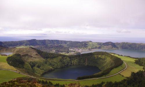 PORTUGALIA / wyspa St. Miguel / jeziora w kraterach wulkanicznych / jeziora w Sete Cidades