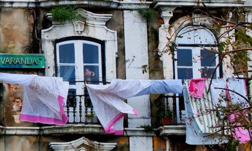 PORTUGALIA / Lizbona / gdzieś podczas penetrowania bocznych ulic  / Halo, to ja!