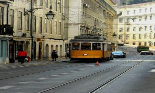 Zdjęcie PORTUGALIA / Alfama / Alfama / słynny lizboński tramwaj nr 28