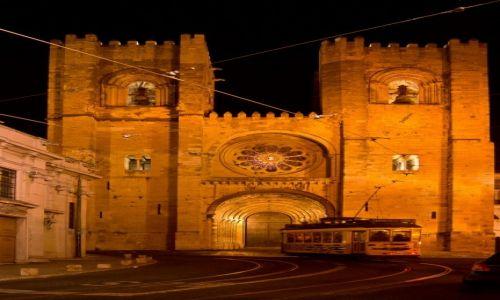 Zdjecie PORTUGALIA / Lizbona / Lizbona / Katedra nocą (z tramwajem linii 28)