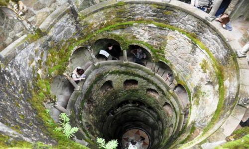 Zdjecie PORTUGALIA / - / Sintra / Zejście do tunelu