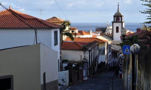 Zdjecie PORTUGALIA / Madera / Funchal / Uliczka w Funchal