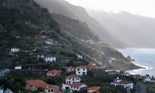 Zdjecie PORTUGALIA / Madera / Północno-wschodnie wybrzeże / Nad morzem