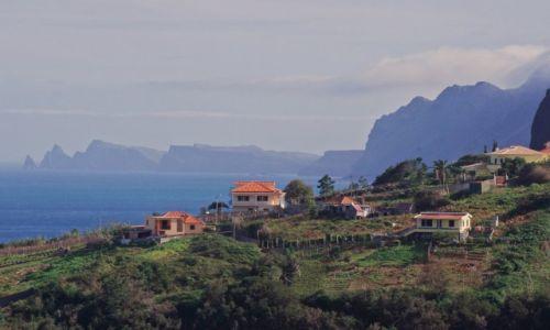 Zdjęcie PORTUGALIA / Madera / Północne wybrzeże /  Z Sao Lourenco w tle