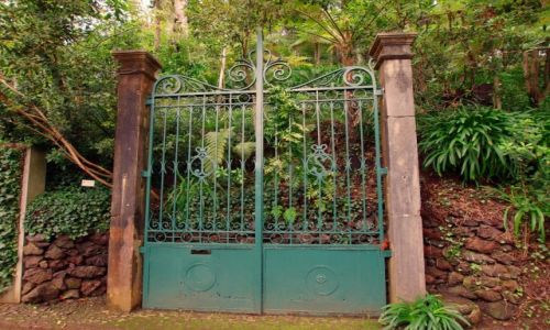 Zdjecie PORTUGALIA / Madera / Funchal, ogród Monte Palace / Brama do....
