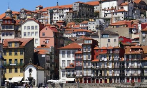 PORTUGALIA / Porto / Ribeira / Kamieniczki na diecie