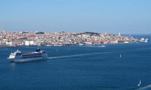 Zdjęcie PORTUGALIA / Lizbona / widok na miasto z Almady / Lizbona